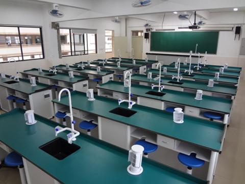 中学实验室